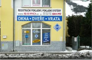 Vstup do pobočky Okna Macek Opava